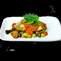 Цыпленок с обжаренным картофелем,грибами,томатами черри и беконом с домашней аджикой